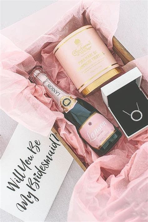 1000  ideas about Bridesmaid Proposal Box on Pinterest