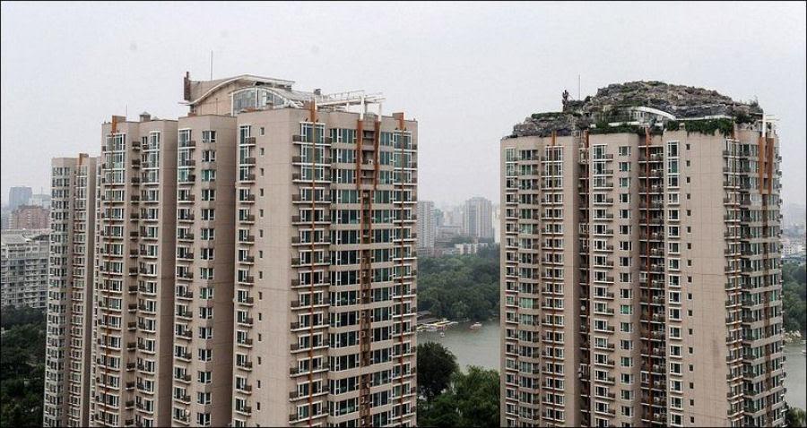 Empresário excêntrico constrói casa serrana no topo de um prédio em Beijing 02