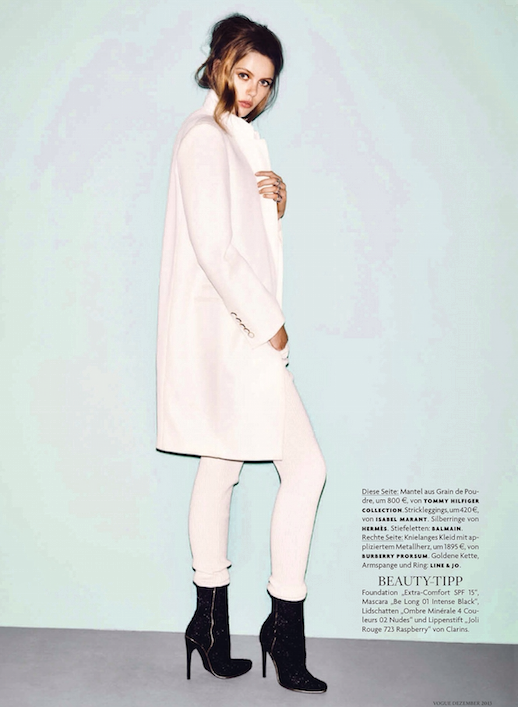 LE FASHION BLOG EDITORIAL WINTER WHITES VOGUE GERMANY MODEL FRIDA GUSTAVSSON LONG WHITE COAT WHITE LEGGINGS SKINNY PANTS BLACK ANKLE SIDE ZIP BOOTS BOOOTIES LONG MESSY WAVES WAVY HAIR BEAUTY 3 photo LEFASHIONBLOGEDITORIALWINTERWHITESVOGUEGERMANYFRIDAGUSTAVSSON3.png