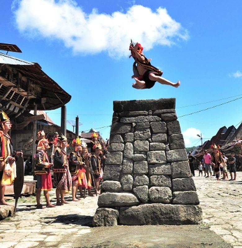Fahombo Olahraga Lompat Batu Dari Nias Bobo