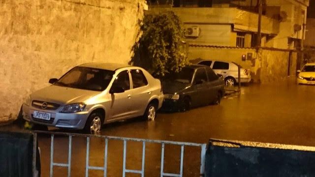 Rua do Barro Vermelho ficou alagada