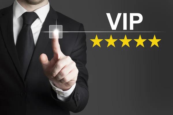 Empresario presionando el botón cinco estrellas vip — Foto de Stock #60107201