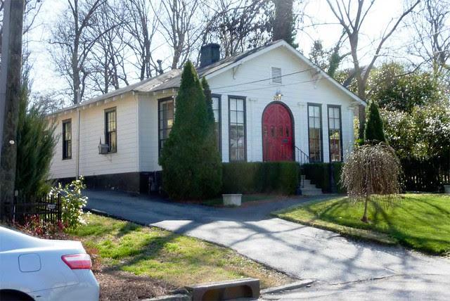 P1080107-2011-03-03-N-Fulton-Rd-Buckhead-Bungalo-Beautyshop-Red-Door