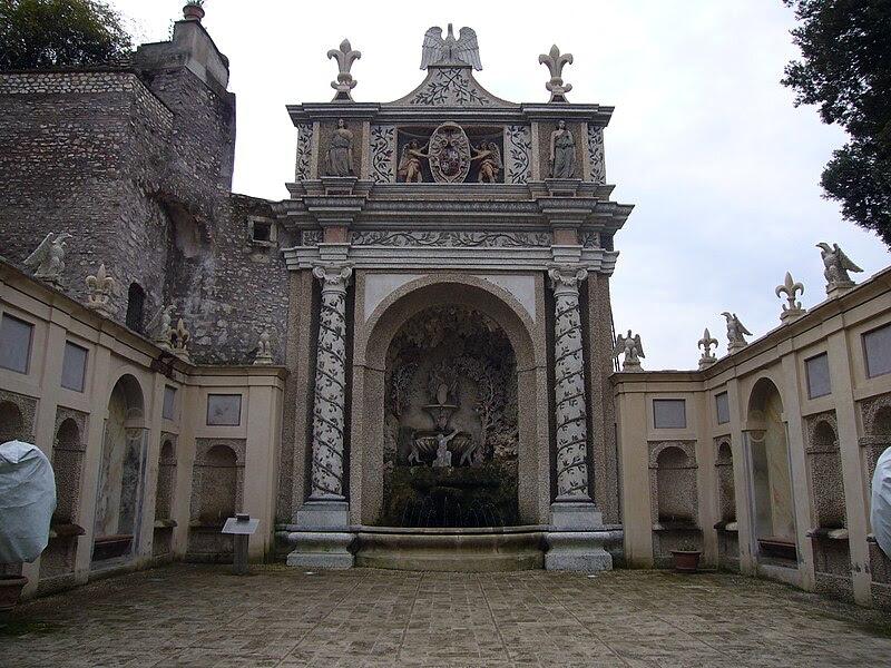 File:VdE fontana della civetta 1020077.JPG