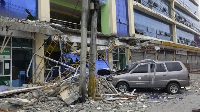 O tremou chegou a 11 cidades e arruiunou prédios, estradas, pontes e uma pista do aeroporto na província de Surigao del Norte