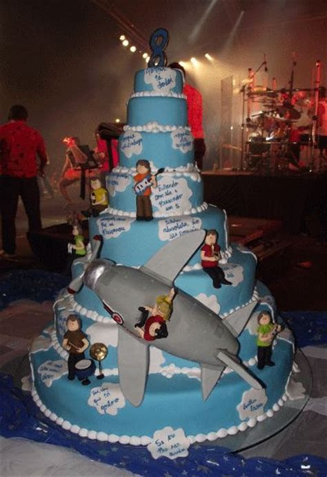 8 tier rock n roll band cake