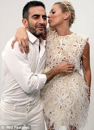 Kate Moss e Marc Jacobs no backstage do Louis Vuitton mostra primavera / verão em Paris no ano passado