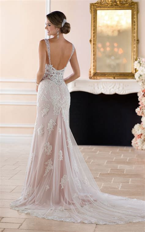 Old Hollywood Glamour Wedding Dress with Long Train in