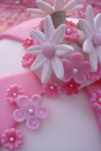 Close-up Audrey's Wilton Fondant Class Cake