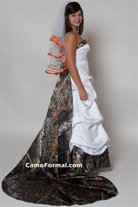 Camo Wedding Dress is Not So Hard to Spot