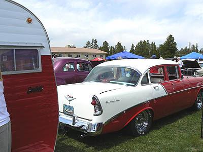 voiture rouge à la caravane.jpg