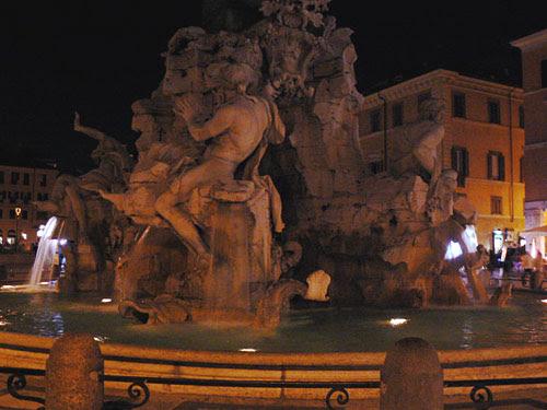 statue piazza navona.jpg
