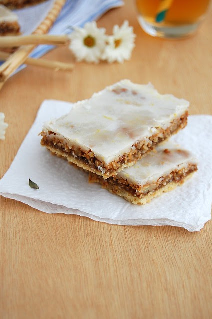 Pecan, coconut and lemon bars / Barrinhas de pecã, coco e limão siciliano