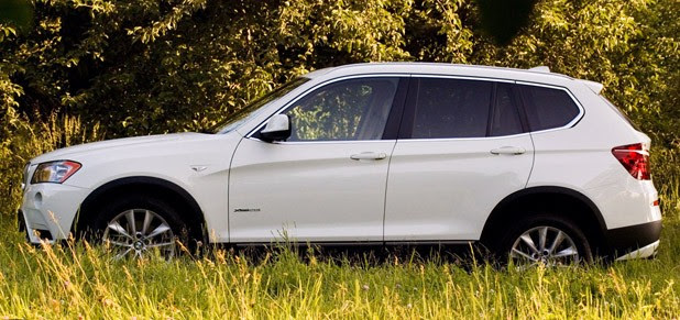 2011 BMW X3 xDrive28i side view