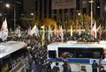 ソウル、旅客船沈没抗議集会で衝突 警官隊が遺族連行
