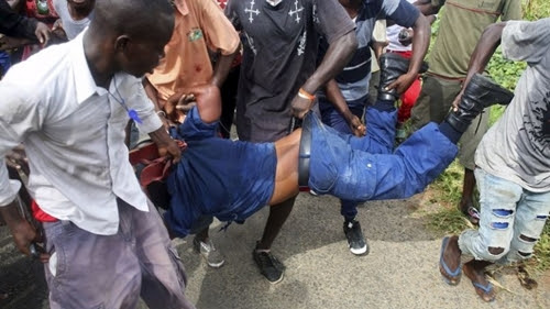 Tragedy as Angry Mob Lynch Trigger-happy Police Inspector Who Killed Passenger Over N50
