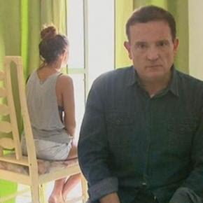 Roberto Cabrini entrevista jovem violentada para o 'Conexão Repórter'