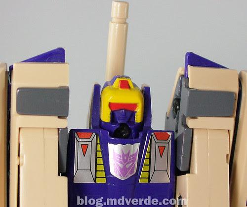 Transformers Blitzwing G1 - modo robot