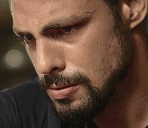 Juliano vê pai ser preso (Foto: Globo)