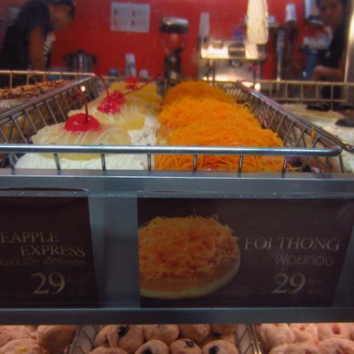 Foi Thong doughnut, Dunkin' Donuts, Bangkok train station