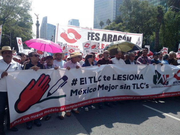 Organisations of producers, unions, academics and civil society in Mexico are protesting the renegotiation of the NAFTA trade bloc with Canada and the United States, in demonstrations like this one in the Mexican capital. Credit: Emilio Godoy / IPS