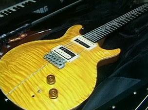 Guitarra resgatada de Bell (Foto: Reprodução/TVBA)