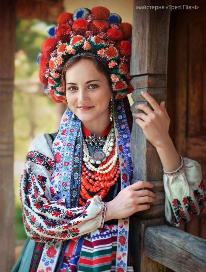 Mulheres modernas usando coroas tradicionais ucranianas dão um novo significado a uma antiga tradição 08