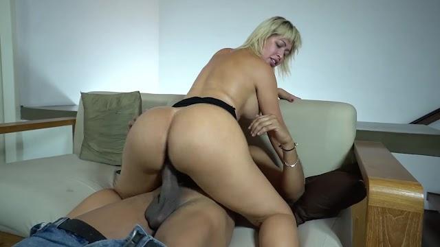 Mirela Mansur loira Rabuda brasileira sendo arrombada no cu