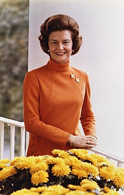 http://upload.wikimedia.org/wikipedia/commons/thumb/c/c5/Betty_Ford%2C_official_White_House_photo_color%2C_1974.jpg/245px-Betty_Ford%2C_official_White_House_photo_color%2C_1974.jpg