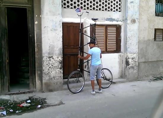 Félix Ramón Guirola y su bicicleta (foto del autor)