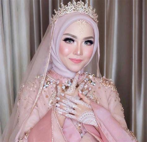model gaun kebaya  hijab lifestyle wanita