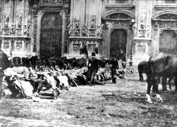 File:Moti 1898 Piazza Duomo.jpg