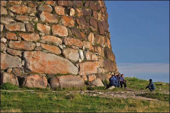 Стена Соловецкой крепости сложена из огромных каменных блоков/3673959_k24 (700x464, 61Kb)