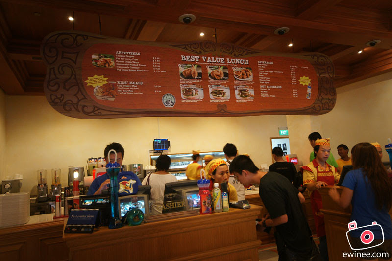 EATING-IN-UNIVERSAL-STUDIOS-SINGAPORE