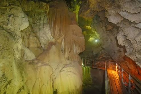 το-μυθικό-σπήλαιο-των-λιμνών-7