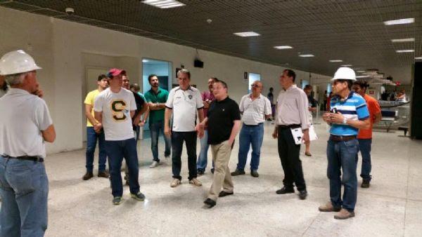 Governador vistoria aeroporto e secretaria garante entrega da área internacional para esta terça (12/04)