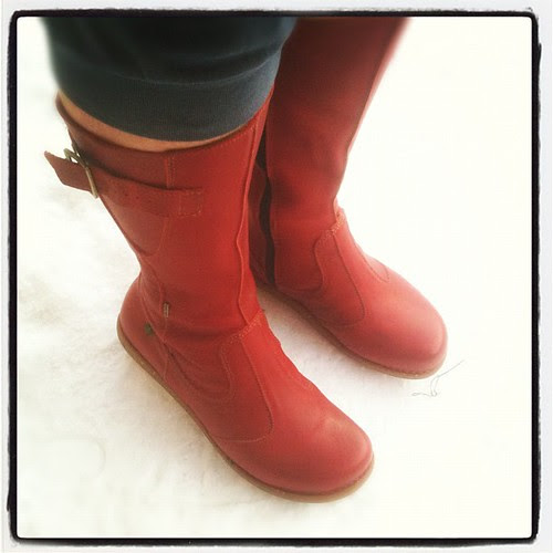 nth to start the weekend off quite like a pair of new red boots. tjank you @elnaturalistaen #shoeperdiem