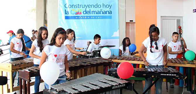 Niños músicos de Siloé echaron a volar sus notas con los vagones del MIO Cable