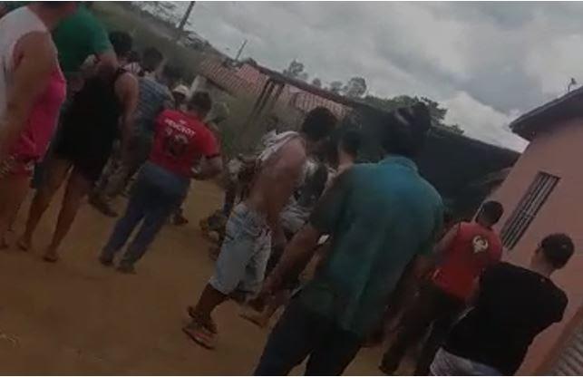 Homem sequestra e estupra menina de 2 anos; ele foi amarrado e agredido por moradores