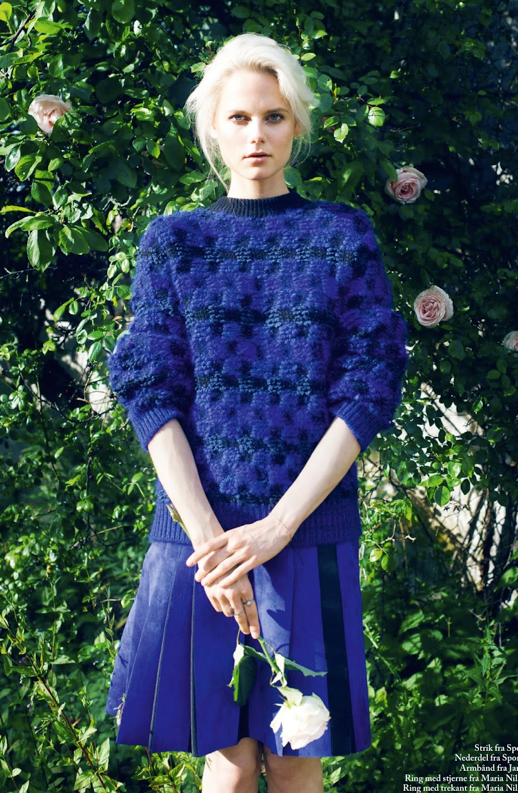 LE FASHION BLOG EDITORIAL EUROWOMAN LAZY DAYS BLONDE HAIR UP DO NATURAL BEAUTY KNIT CHECKERED NAVY BLUE SWEATER PLEATED BLUE SKIRT Photographer Katrine Rohrberg Stylist Sara Jin Mi Olsen Hair Line Bille Make up Liv Worm Jensen Model Josefine Nielsen 7 photo LEFASHIONBLOGEDITORIALEUROWOMANLAZYDAYSBLUESWEATERPLEATEDSKIRT7.png
