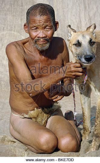 http://l7.alamy.com/zooms/62afa04515154704861f9ded31201e7d/old-bushman-king-with-african-hunting-dog-kalahari-desert-southern-bke7dd.jpg
