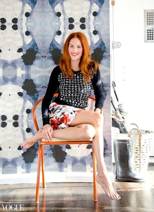 Le Fashion Blog 15 Ways To Wear Floral Prints Taylor Tomasi Hill Apartment Embellished Sweater Print Skirt Wall Paper Via Vogue photo 15-Ways-To-Wear-Floral-Prints-Taylor-Tomasi-Hill-Apartment-Embellished-Sweater-Print-Skirt-Wall-Paper-Via-Vogue.jpg