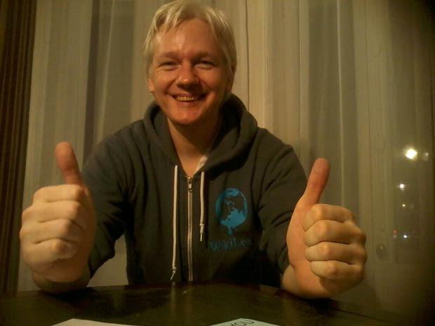 Parcel Camera Captures Photos of Julian Assanges Life in Hiding julianassange 2
