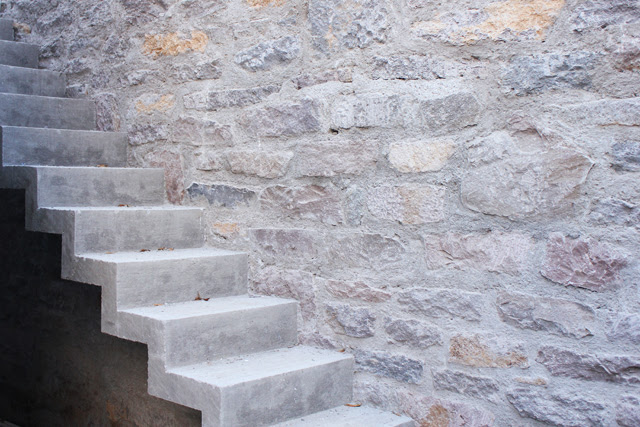 Concrete and stone at the Casa Gris