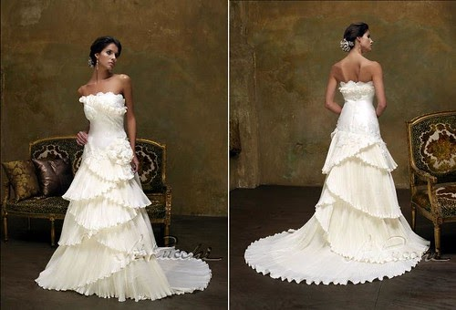 Your Best Wedding Simple Hairstyle For Bride In Strapless Wedding Dress (similar To Vera Wang ...
