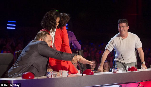 Boys vs Girls: Simon and David disagree with a decision made by Alesha and Amanda and try to press their buzzers