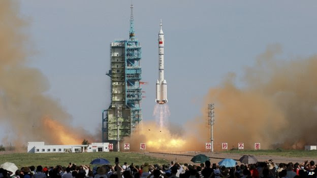 Shenzhou-10 liftoff