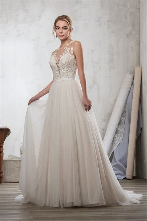 Wedding Gown Gallery   BridalGuide