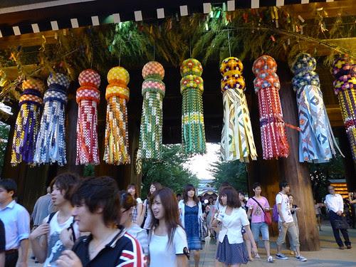 Walking past the temple gates of Yasukuni