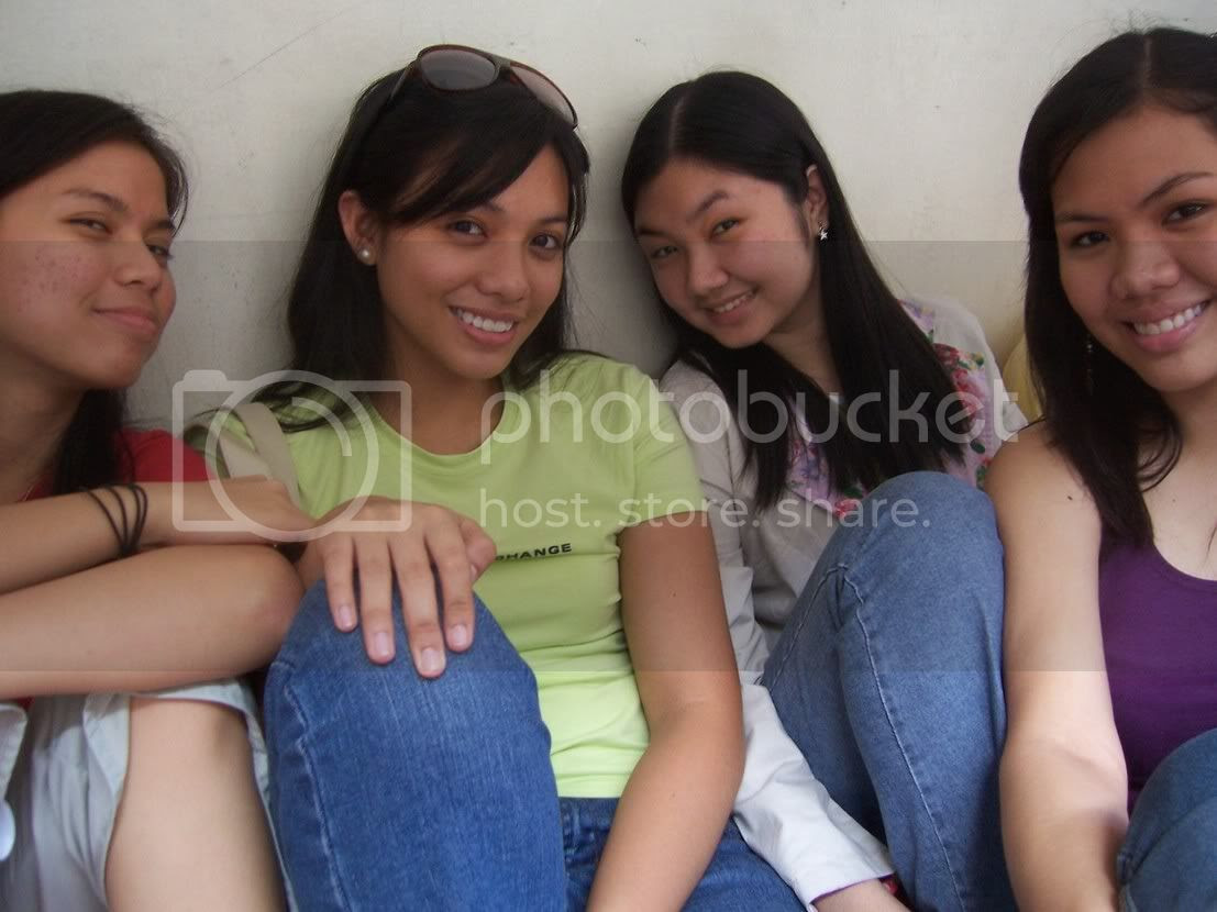 In a photo that weirdly reminds me of Desparate Housewives, it's Lau, Jaja, Jackie and Sara. Image hosted by Photobucket